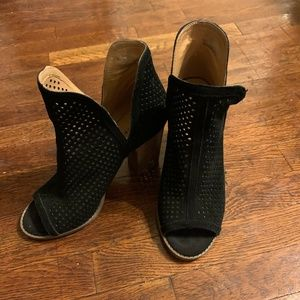 Lucky Brand - Larise  - Peep Toe Black Booties
